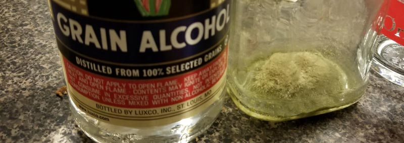 It's easy to learn how to make kief tincture with everclear or other grain alcohol using the freezer extraction method.